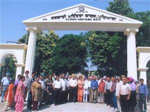 <p>The old students Association of Mohindra College Patiala has set up &#39;Alumini Heritage Gate at Mohindra College. Prof. J Rai Mangla president of the associaiton inaugurated it when large number of old students and faculty members were present.</p>