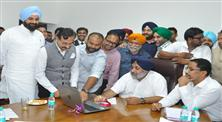 Punjab Deputy Chief Minister  Sukhbir Singh Badal today met a delegation of the Hotel, Restaurant & Resort Association